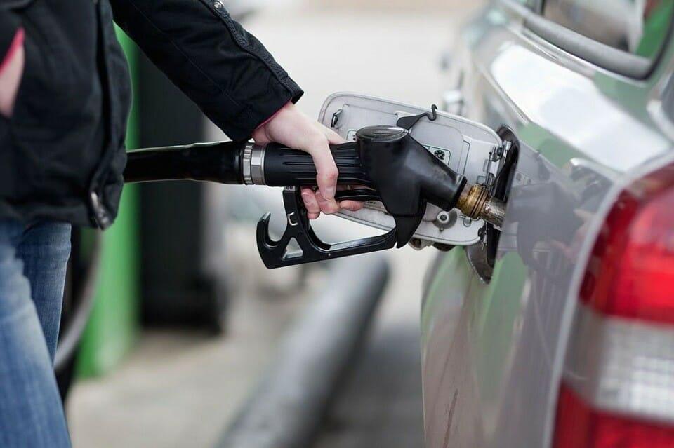 Эксперты издания The Fiscal Times на своем вебсайте OilPrice.com опубликовали два списка: стран, где автомобильное горючее наиболее доступно гражданам, и тех, где жители едва могут наскрести денег для того, чтобы заправить свой автомобиль.