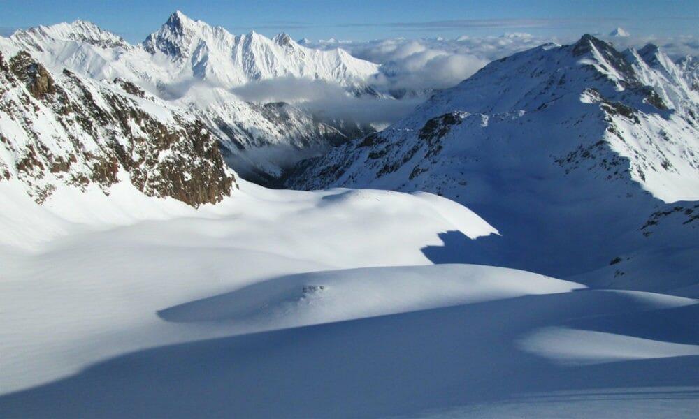 Канадское правительство одобрило план строительства нового курорта Valemount Glacier Destination Resort с самым крутым спуском В Северной Америке.