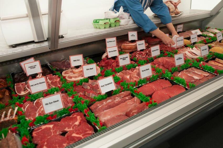 В последние пару лет цены на баранину, говядину и свинину были довольно высокие и многие семьи не всегда могли позволить себе съесть на ужин хороший бифштекс. Идеальное положение для производителей и продавцов мяса сейчас меняется. В последний год цена на скот упала среди фермеров и заготовщиков примерно на 30%, и в конце концов это сказалось и на розничных ценах.