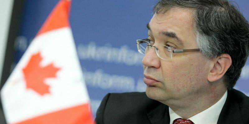 Канада не собирается отменять визы для Украины