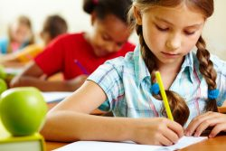 Дети «неризедентов» Канады лишились бесплатного образования.