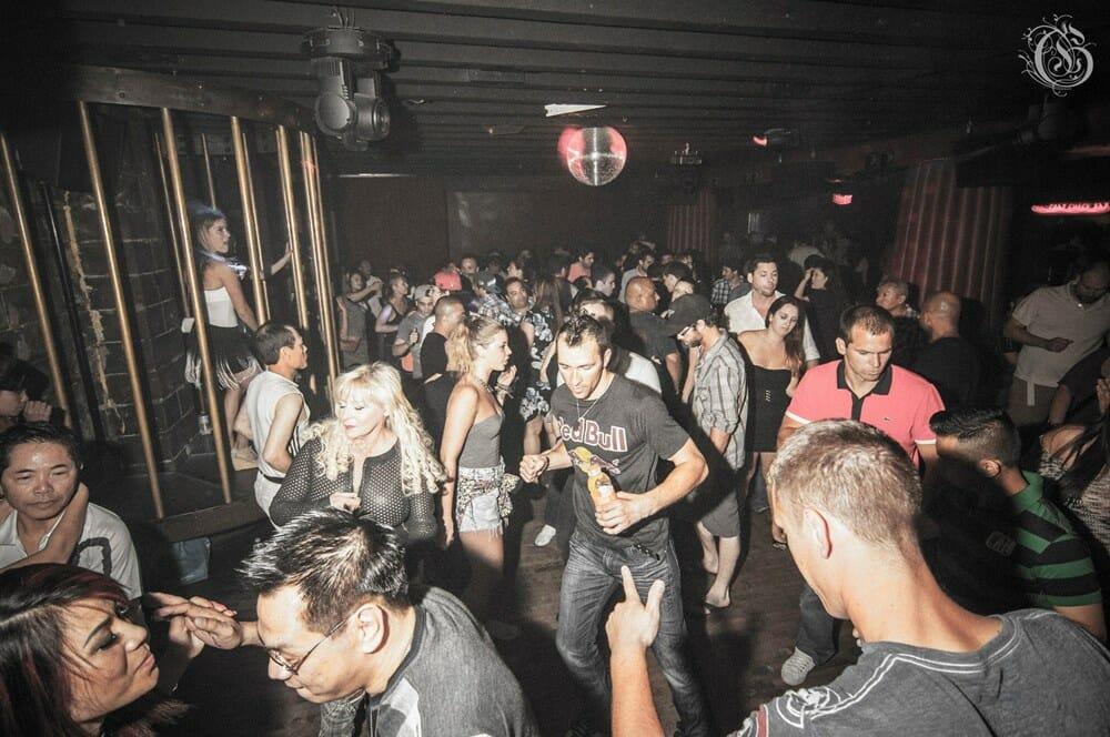 Истории знакомства в ночном клубе стрептиз ночном клубе в германии