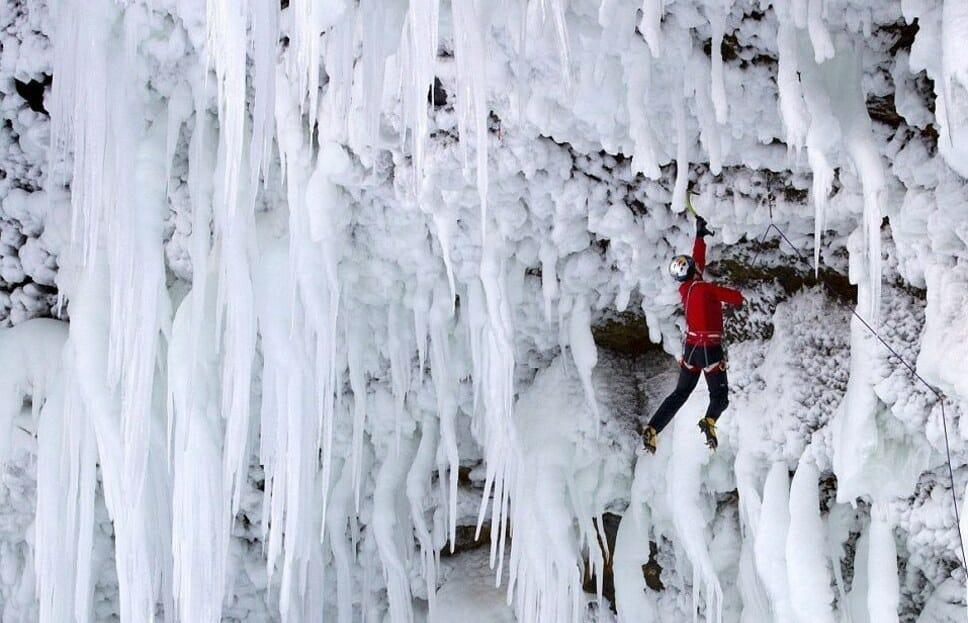Восхождение на замерзший водопад , Британская Колумбия, экстремальный альпинизм
