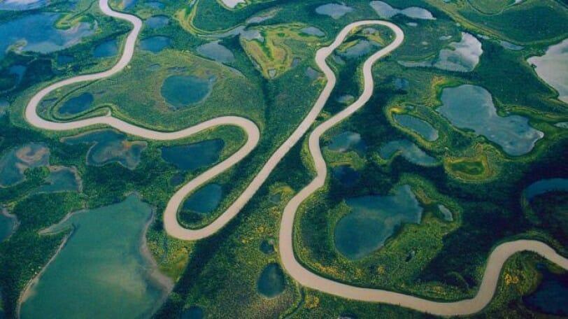 река Маккензи летом, река в Канаде