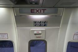 Пассажир, Эйр Канада, аварийный выход, чп во время полета, Ванкувер Канада