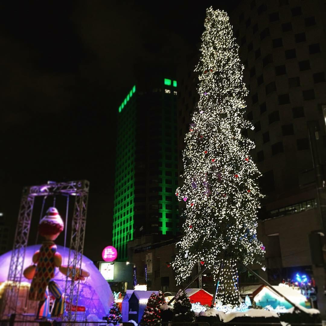 странная елка, елка в Монреале,Monreal christmas tree