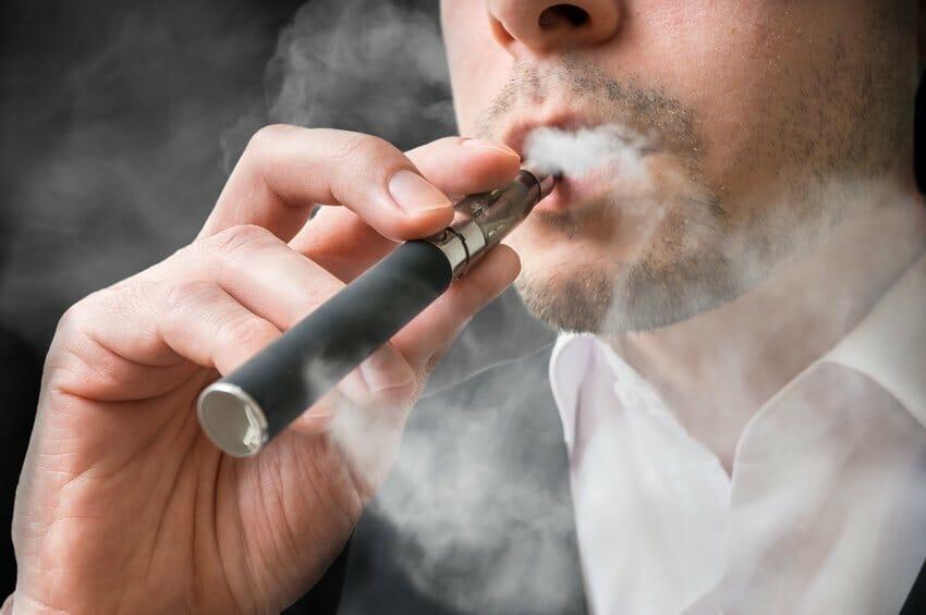 вейпинг Канада, правительство будет контролировать рынок сигарет