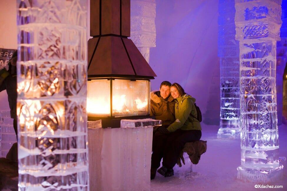 камин в отеле, отель из льда, ледяной отель Канада, необычные отели