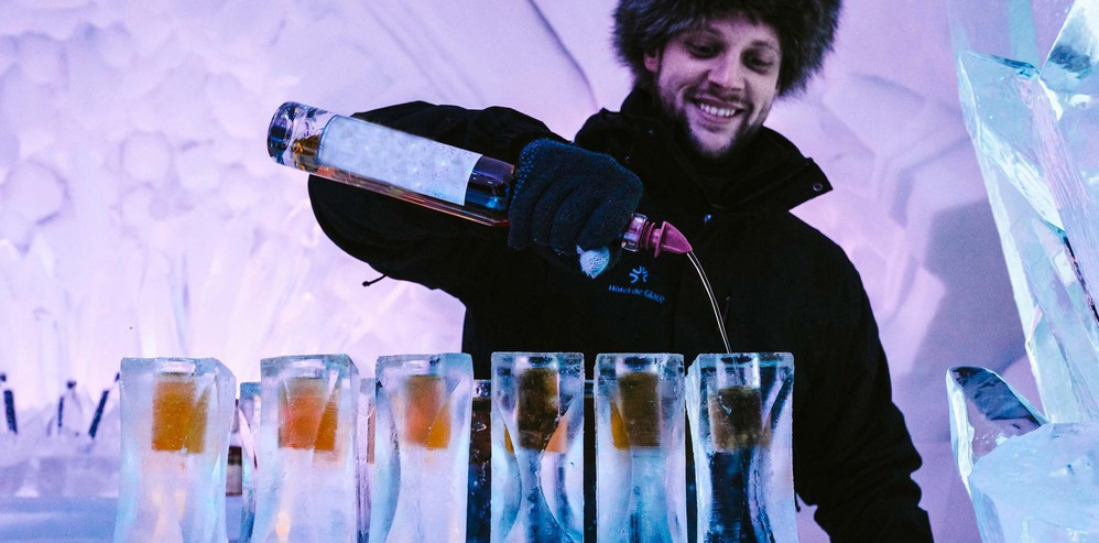 бар, ледяной бар,Hôtel de Glace, ледяные напитки, бар в ледяном отеле