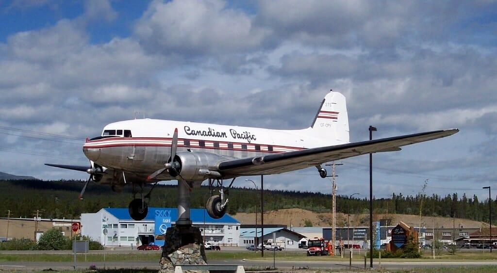 флюгер -самолет, аэропорт Уайтхорс