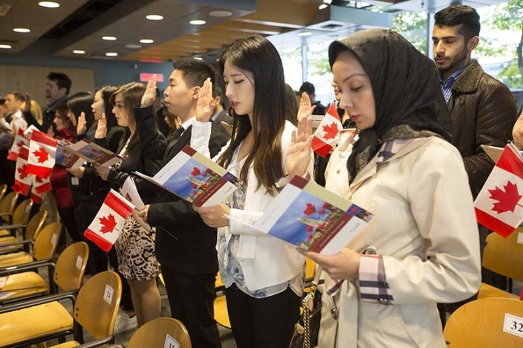 -Citizenship ceremony, New Canadians, иммиграция в Канаду,иммигранты Канада, переезд в Канаду