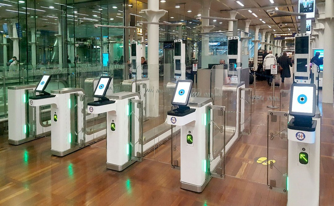 vision box Канада, проверка данных, биометрические данные, аэропорт Пирсон, Торонто