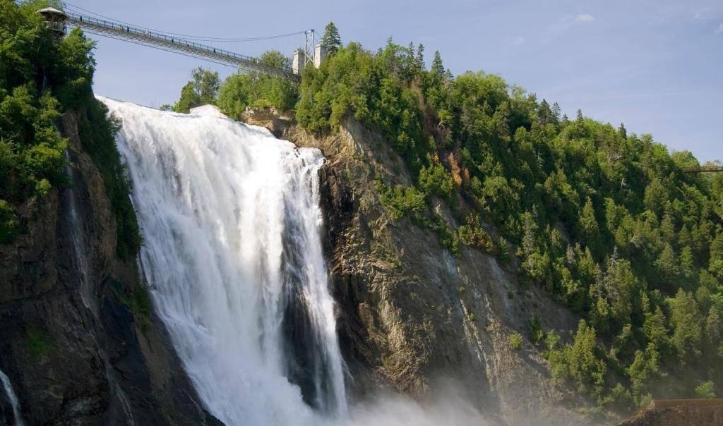водопад Монморанси в Канаде Квебек