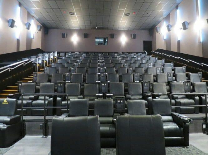 новый кинозал в Ванкувере