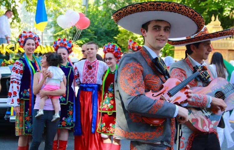 парад в Ванкувере украинцы