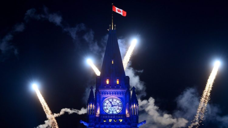 салют на день Канады 150 лет