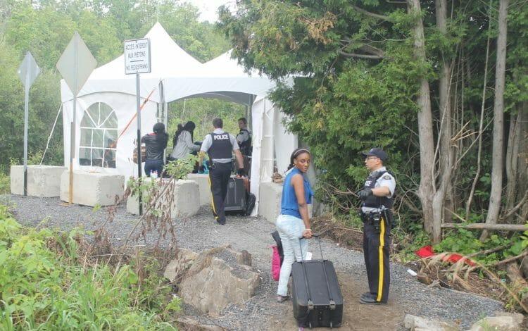 Канада лагерь для нелегалов из США