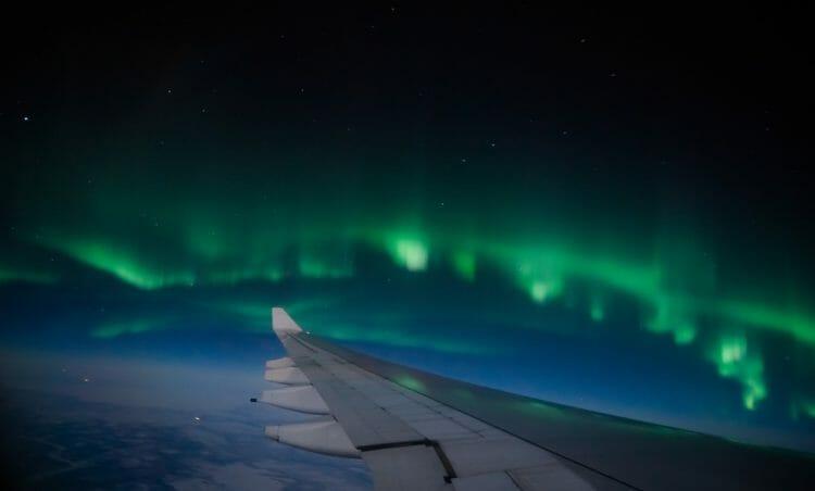 северное сияние с борта самолета