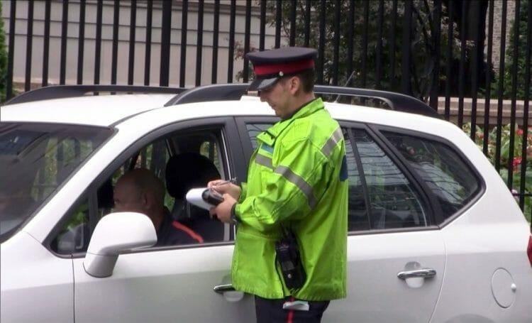 водитель, штраф в Канаде