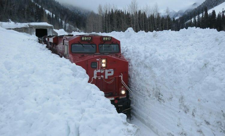 снег поезд