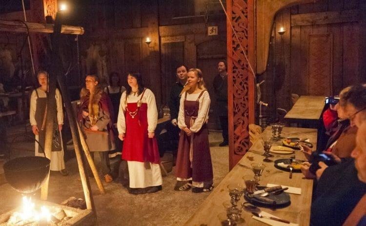 ресторан с викингами в Канаде