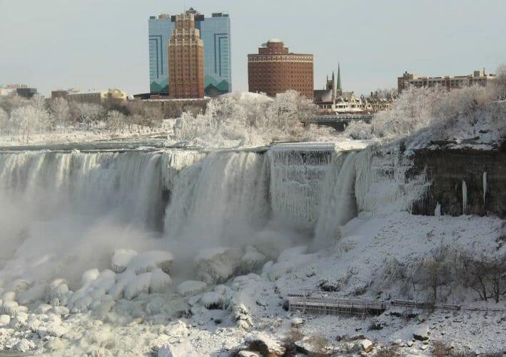 замерзает ли ниагарский водопад