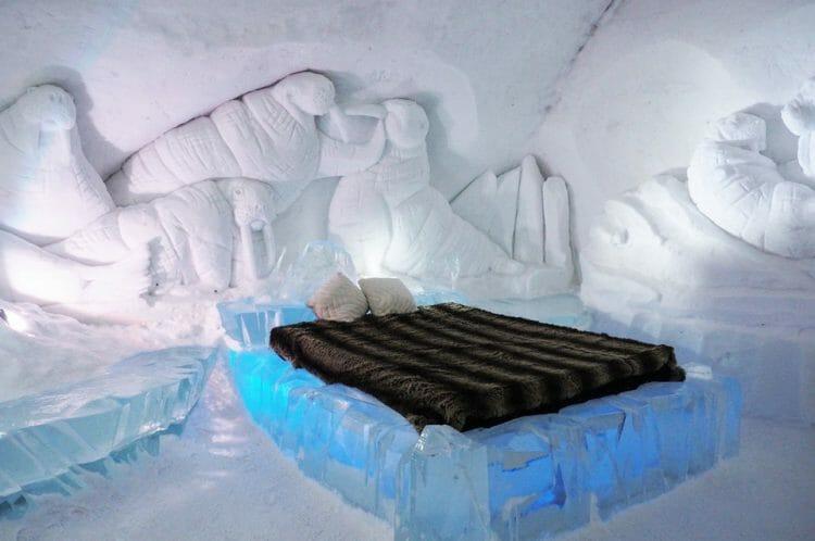 фотографии ледяного отеля в Канаде