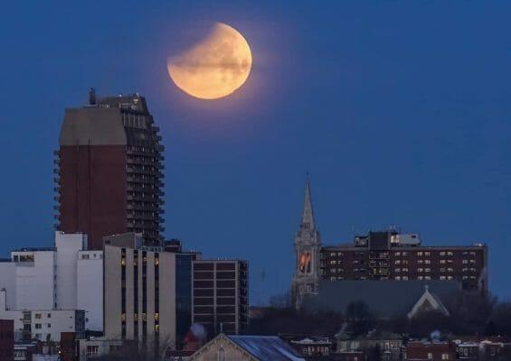 голубая луна Канада