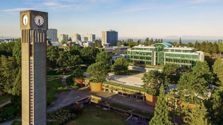 канада университет