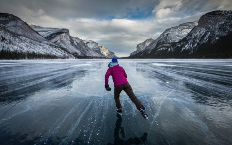 озеро луиз зимой