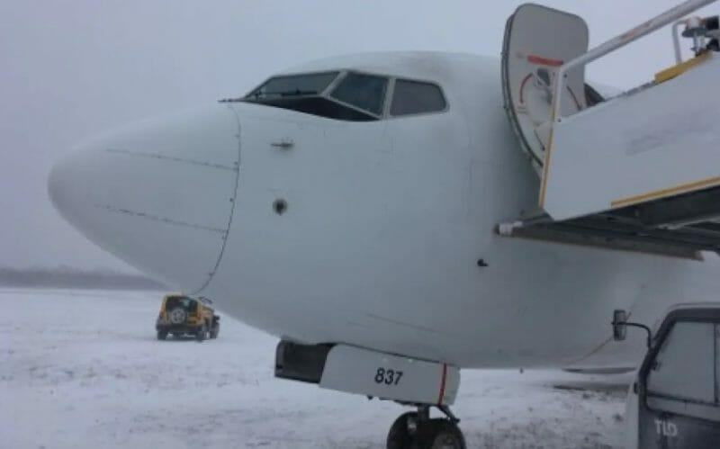 самолет выкатился