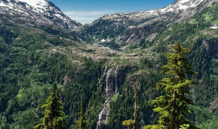 самый высокий водопад канады