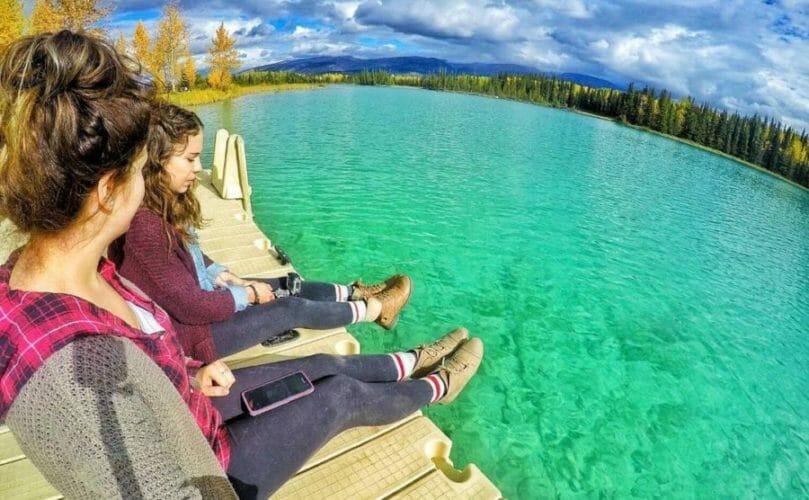 бирюзовое озеро в канаде