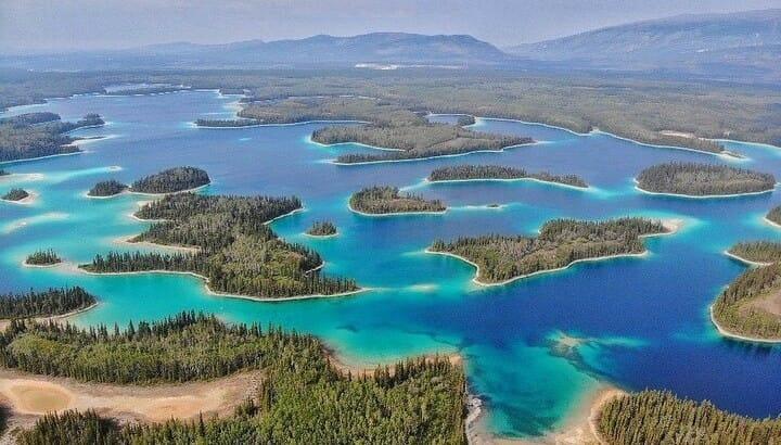boya lake озеро