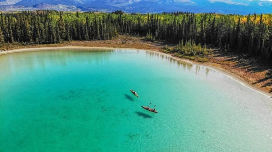 Boya lake канада