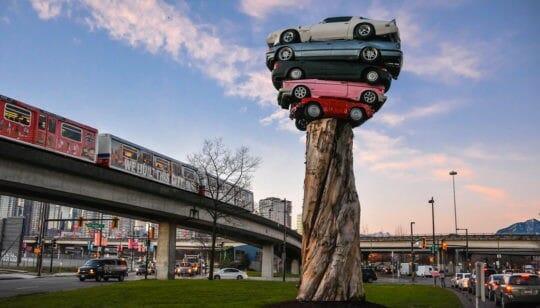 скульптура из автомобилей