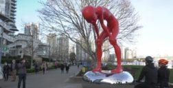красный человек скульптура